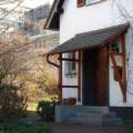 Fassade mit Holzdach