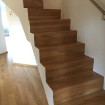 Nachher, neuer Treppenbelag Holz